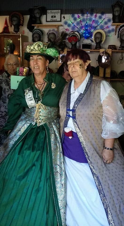 renfaire beads and ladies